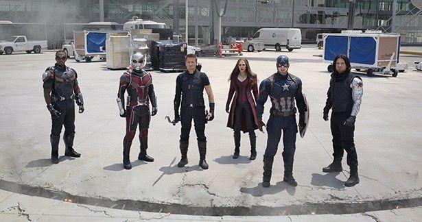 """チーム""""キャプテン・アメリカ""""にはアントマン(左から2番目)の姿も"""