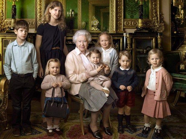 エリザベス女王90歳の誕生日の記念写真
