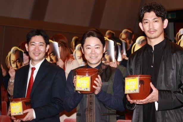 『殿、利息でござる!』のイベントに登壇した瑛太、阿部サダヲ、原作者の磯田道史