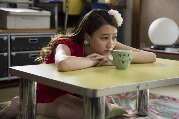 哲也との同棲生活は順調だが、イマイチ素直になれない麗子