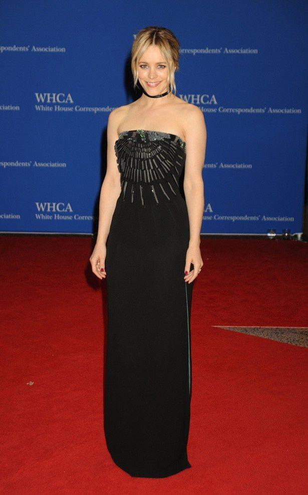 レイチェル・マクアダムスもスタイリッシュな黒いドレス姿