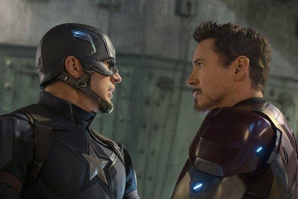 【写真を見る】キャプテン・アメリカとアイアンマンが一触即発のムード!