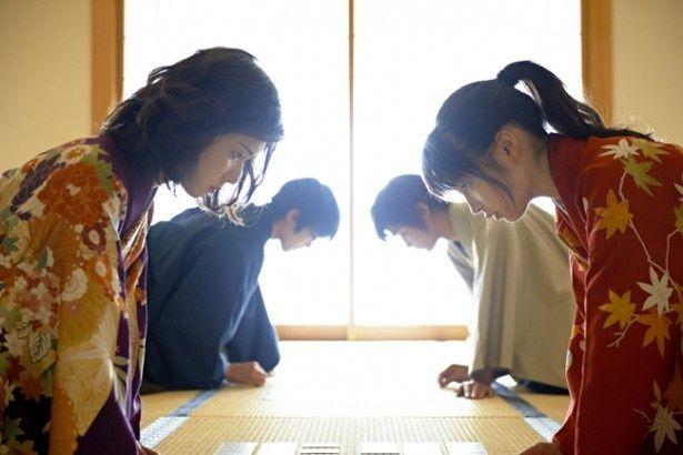 【写真を見る】松岡茉優が最強のかるたクイーン役で登場(『ちはやふる -下の句-』)