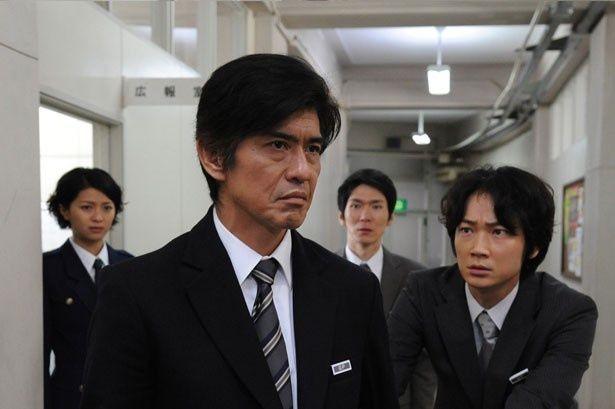 佐藤が演じたのは、広報室スタッフの指揮をとる広報官の三上