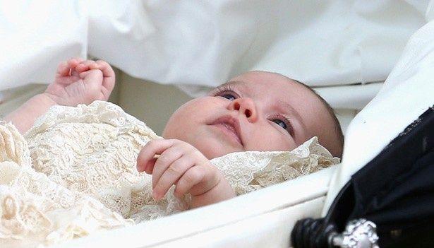 生まれたばかりの頃から大きな瞳が印象的なシャーロット王女