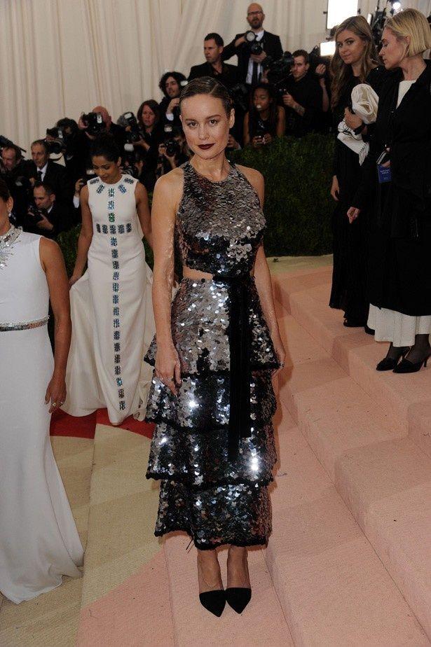 オスカー女優ブリー・ラーソンはプロエンザスクーラーのドレス