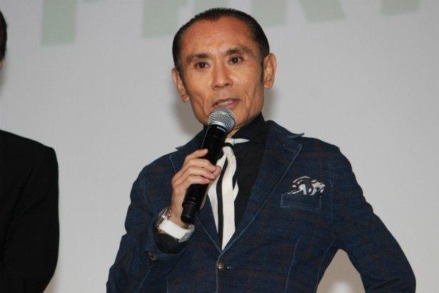若者殴り魔の異名を持つサラリーマン・日下孝蔵役の片岡鶴太郎