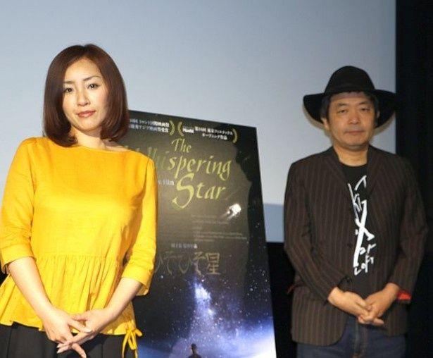 『ひそひそ星』の舞台挨拶に登場した神楽坂恵と園子温監督
