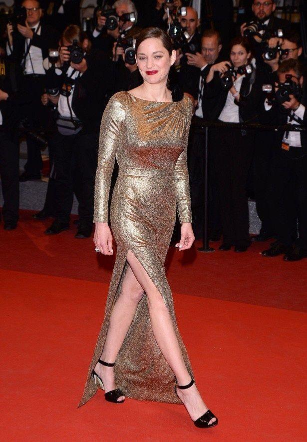 スパークリングゴールドのゴージャスなドレス