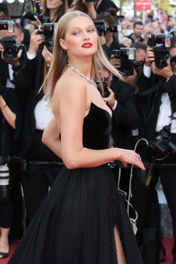 第69回カンヌ国際映画祭に登場したモデルのトニ・ガーン