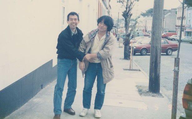 30年前にアイルランド旅行をした時の鈴木敏夫と押井守の秘蔵写真。この時の押井監督の経験が本作の世界観に反映されている