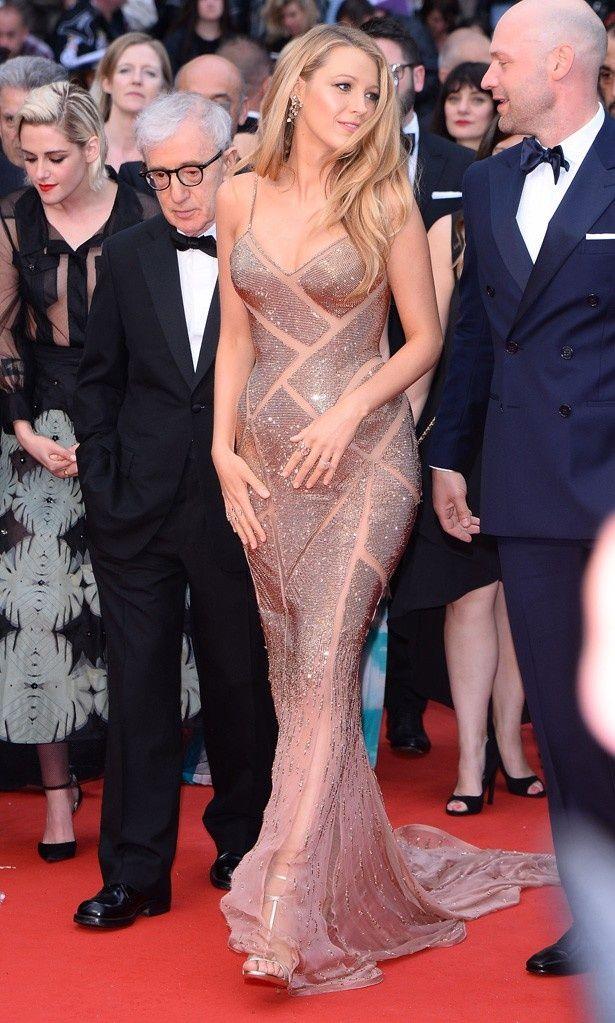 第69回カンヌ国際映画祭でヌード効果の高いスパンコールのドレス姿が絶賛されたブレイク・ライブリー