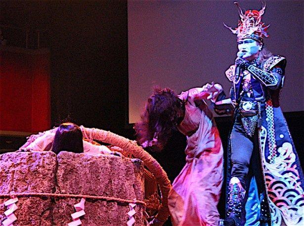 【写真を見る】貞子と伽椰子が乱闘!デーモン閣下が仲裁に入った
