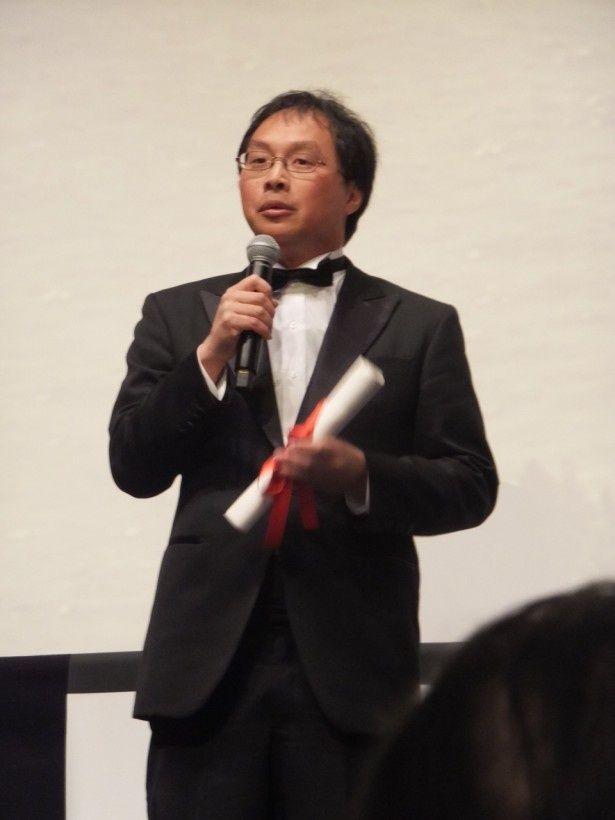 スピーチする深田監督