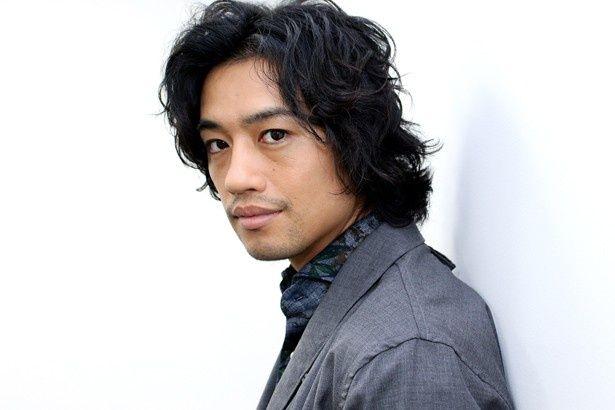 『高台家の人々』に出演した斎藤工にインタビューを敢行