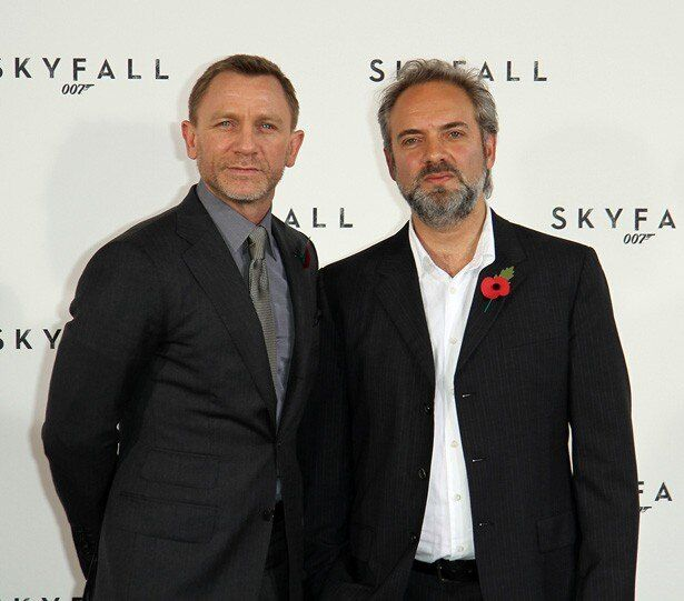 『007 スカイフォール』と『007 スペクター』で監督を務めたサム・メンデス監督(写真右)と現ボンド役のダニエル・クレイグ(写真左)