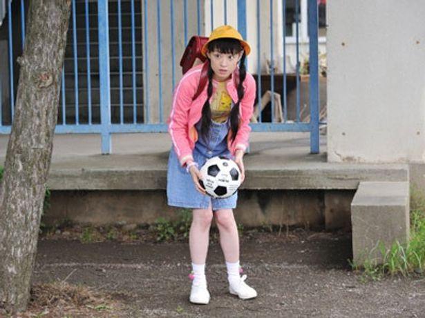 24歳の栗山千明が、果敢にも小学生役に挑戦!!