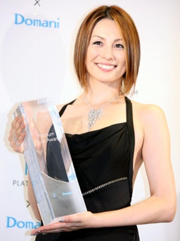 第1回プラチナ・ミューズ アワード」の「プラチナ・ミューズ」に選ばれた米倉涼子さん
