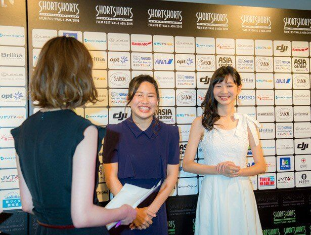 岡本夏美さん(写真右)と大関れいかさん(写真左)。作品の見どころや撮影の裏話を語ってくれた