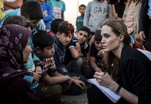 【写真を見る】アンジェリーナは家族よりシリア難民問題が大事?