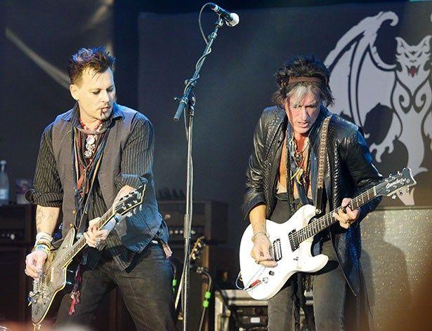バンドでヨーロッパツアー真っ最中のジョニー