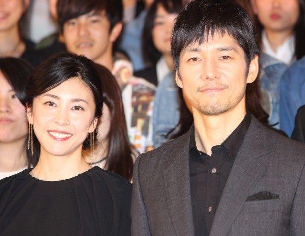 『クリーピー 偽りの隣人』のイベントに登壇した西島秀俊と竹内結子