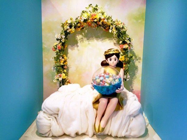 「奇譚クラブ10周年フチ子」が大きくなって登場するフォトスポット。等身大のフチ子さんと記念写真を撮ろう!