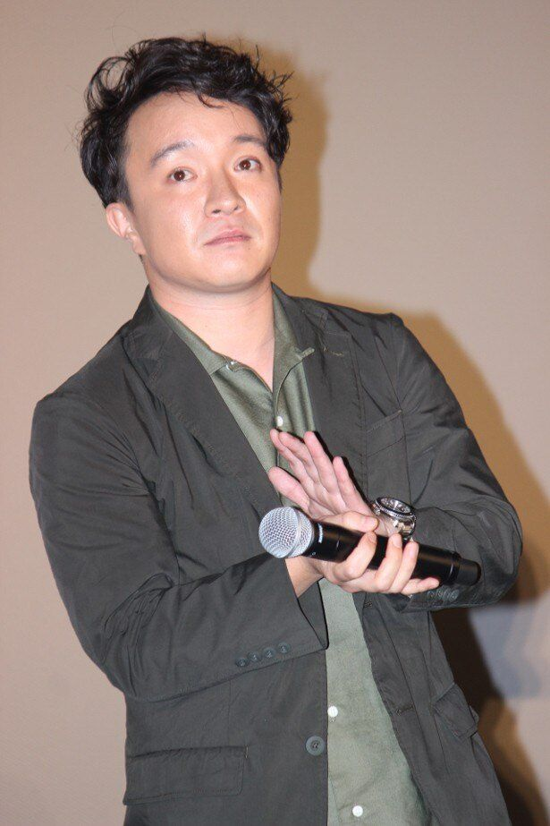 森田剛と一緒に舞台挨拶を行った濱田岳