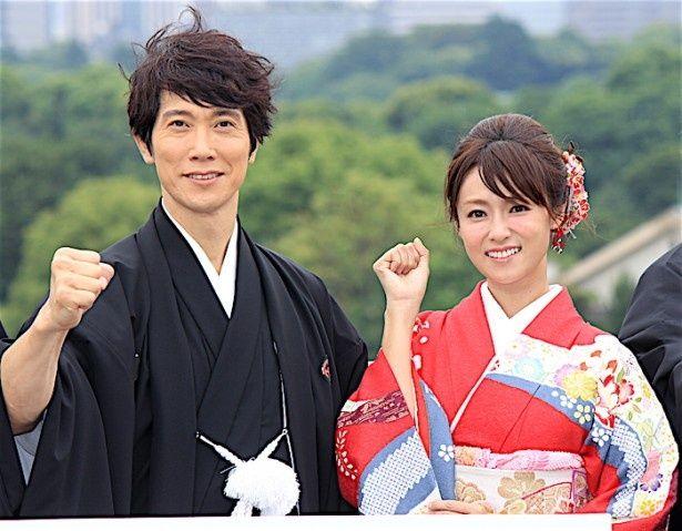 夫婦役として再共演を果たした佐々木蔵之介と深田恭子