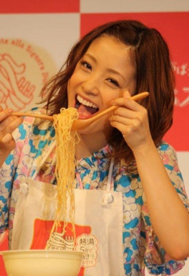 上戸彩さんがパスタの新作発表会に登場!