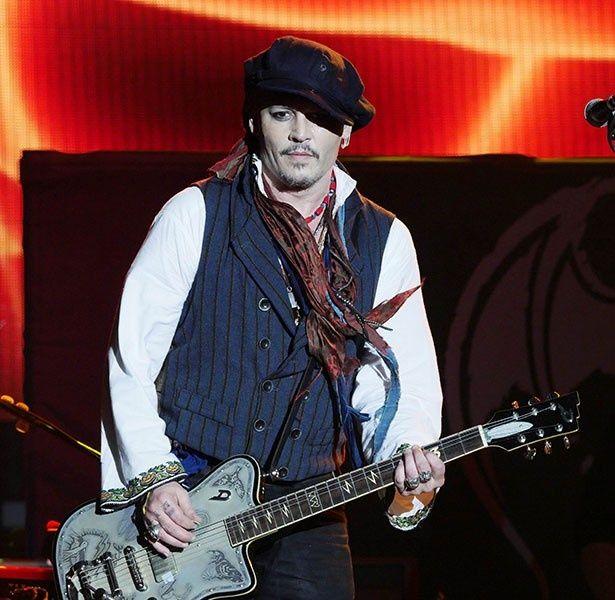 バンドのツアーのフィナーレをルーマニアで飾ったジョニー