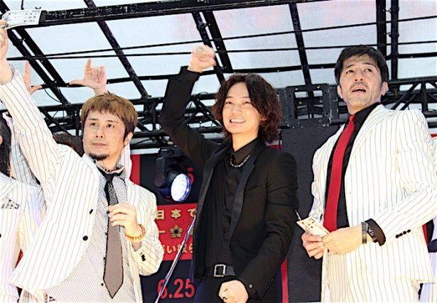 綾野剛、東京スカパラダイスオーケストラ feat. Ken Yokoyamaの演奏に感激!