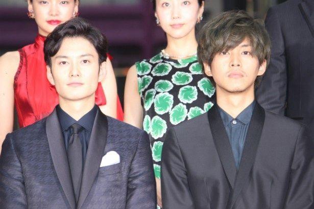 『秘密 THE TOP SECRET』のレッドカーペットを歩いた岡田将生や松坂桃李