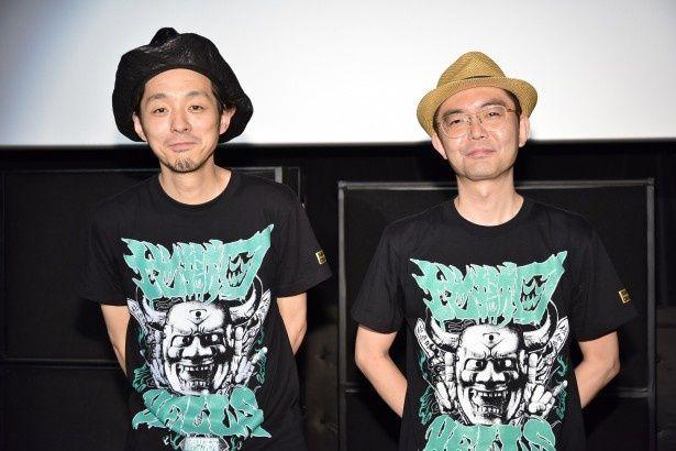 「TOO YOUNG TO DIE!若くして死ぬ」のイベントに登場した宮藤官九郎、ZAZEN BOYS・向井秀徳(写真左から)