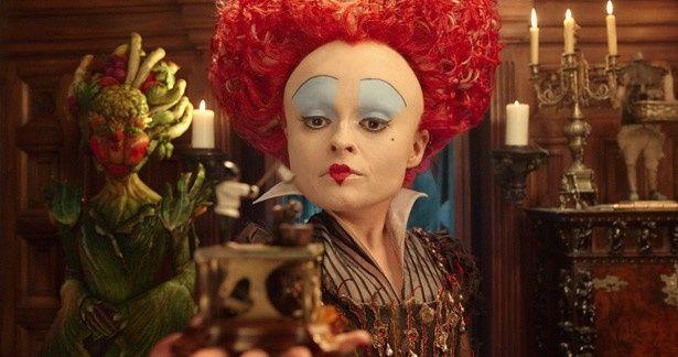 ヘレナ・ボナム=カーター演じる強烈キャラ、赤の女王の頭の秘密が明らかに!