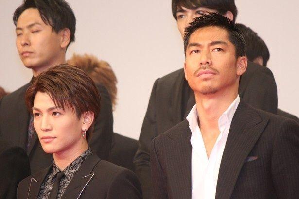 『HiGH&LOW THE MOVIE』の完成披露イベントに登場した岩田剛典とAKIRA