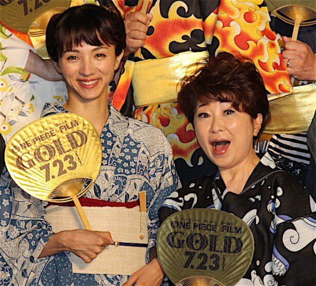 満島ひかり、ルフィ役・田中真弓と笑顔でフォトセッション!