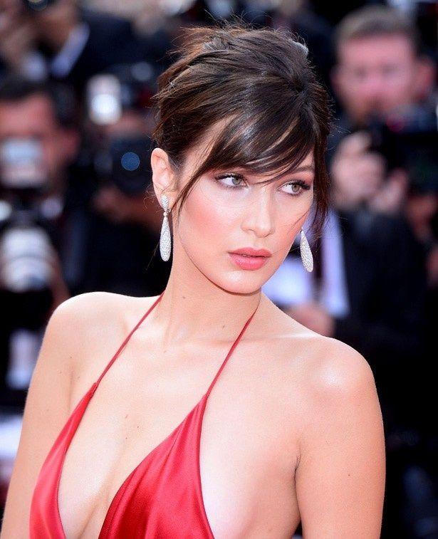 今年のカンヌ国際映画祭で衝撃のドレス姿を披露したベラ