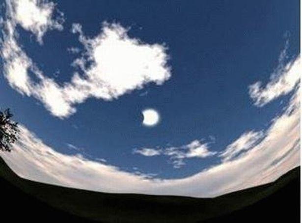 トカラ列島では、5分40秒台〜6分20秒台と、ほかの場所より長い時間、 皆既日食を見ることができる(写真 はイメージ)