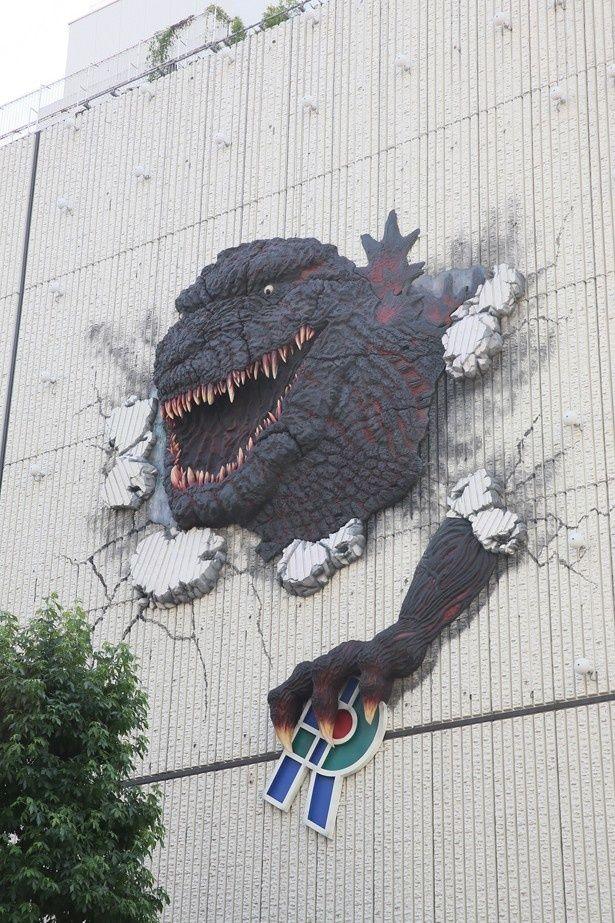 渋谷パルコ・パート1壁面に設置された巨大壁面オブジェ