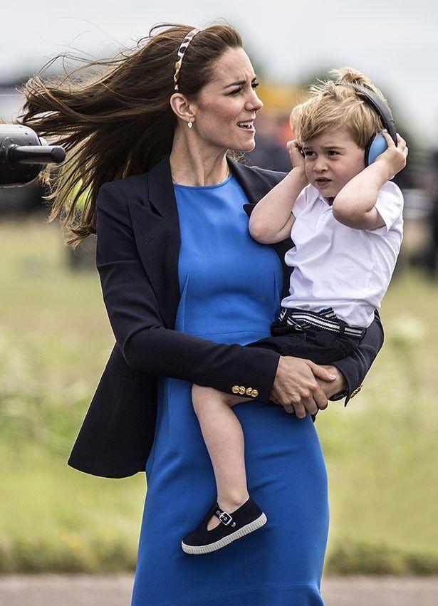 【写真を見る】若きファッションアイコン!完売続くジョージ王子のファッション