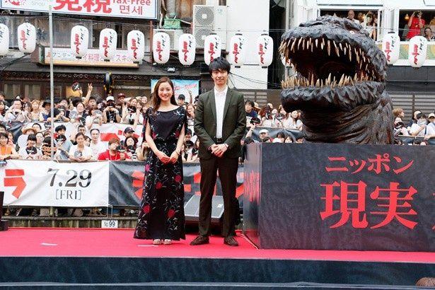 7月29日(金)公開の映画「シン・ゴジラ」のイベントが道頓堀川で開催。主演の長谷川博己とヒロインの石原さとみが登壇した