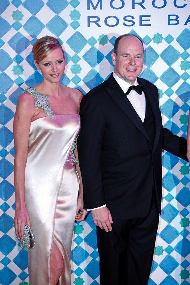 2010年、結婚前の2人。シャルレーヌ公妃は今より表情も明るかった?