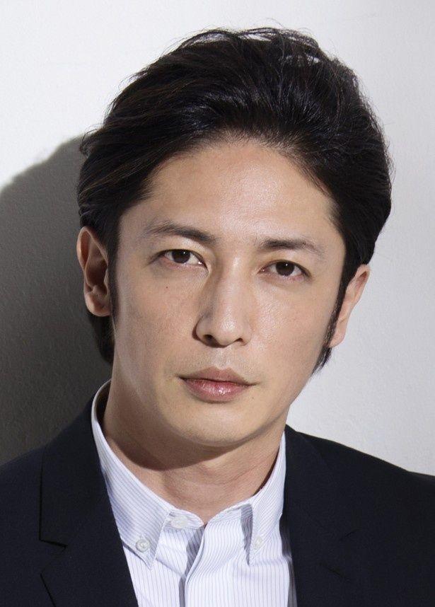 警察署長の遠山金志郎を演じる玉木宏