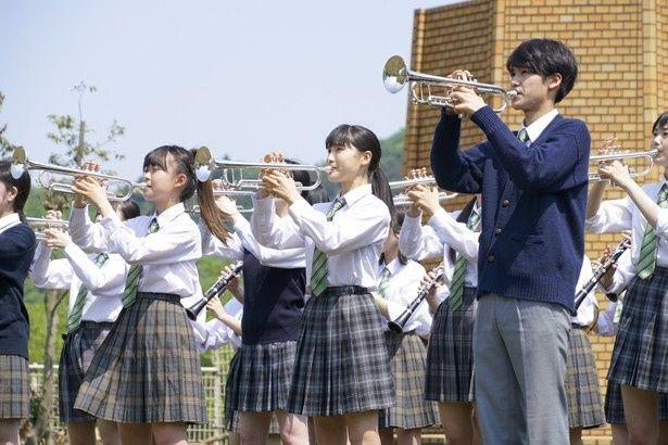 主人公のつばさは吹奏楽部でトランペットを担当