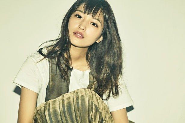 仕事に恋に一直線!肉食系ヒロイン、江田マキを演じる川口春奈さん