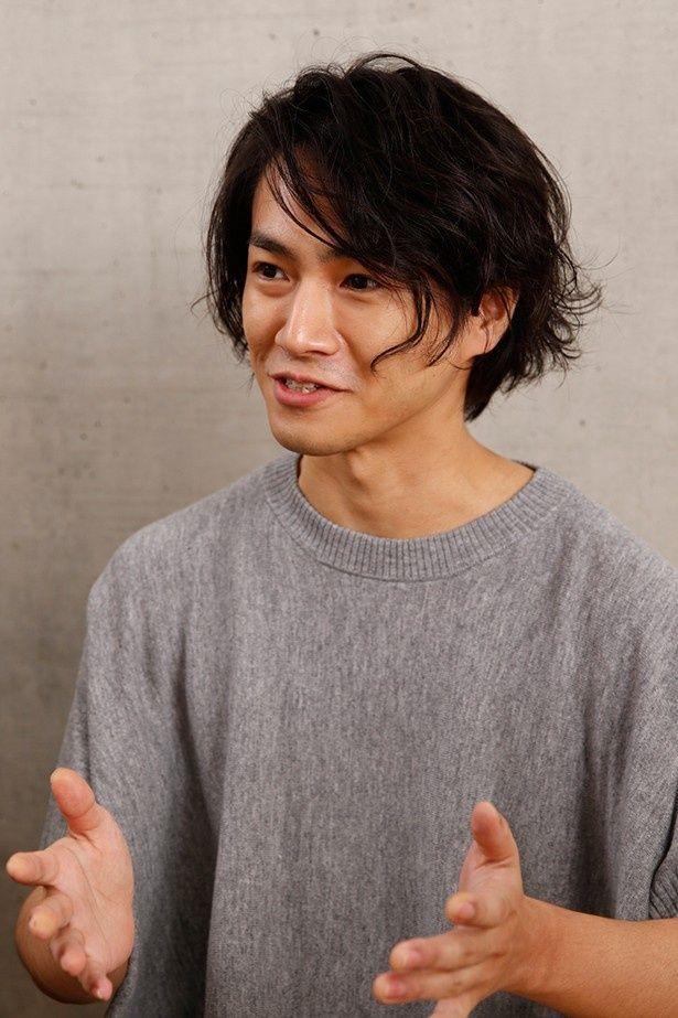 RADWIMPSのベース担当、武田祐介。高校生のころから新海作品のファンだという