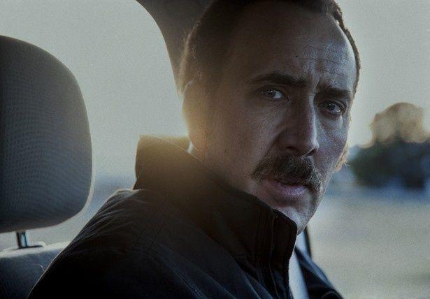 『ダーティー・コップ』で汚職警官ストーンを演じたニコラス・ケイジ