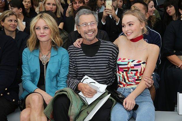 【写真を見る】ジョニーを支え続けているヴァネッサとリリー