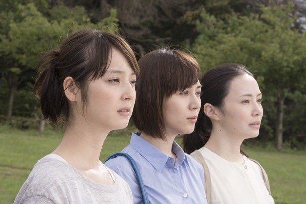 映画「カノン」で三姉妹を演じる佐々木希、比嘉愛未、ミムラ(写真左から)